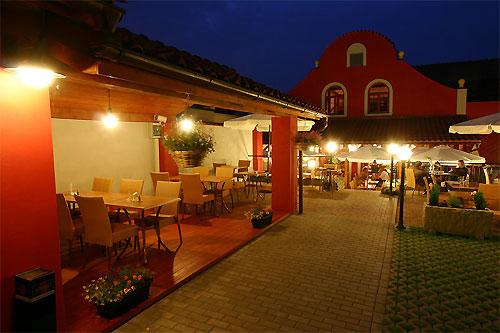 Pizzeria di Carlo III. - K Hrnčířům 96, 149 00 Praha-Šeberov