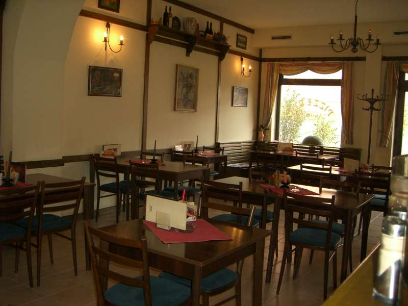 Pizzerie Amfora - Mansfeldova 805/12, 198 00 Praha 14