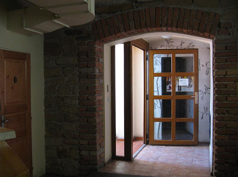 Pizzeria La Grotta - Na Stráni 167/22, 250 88 Čelákovice